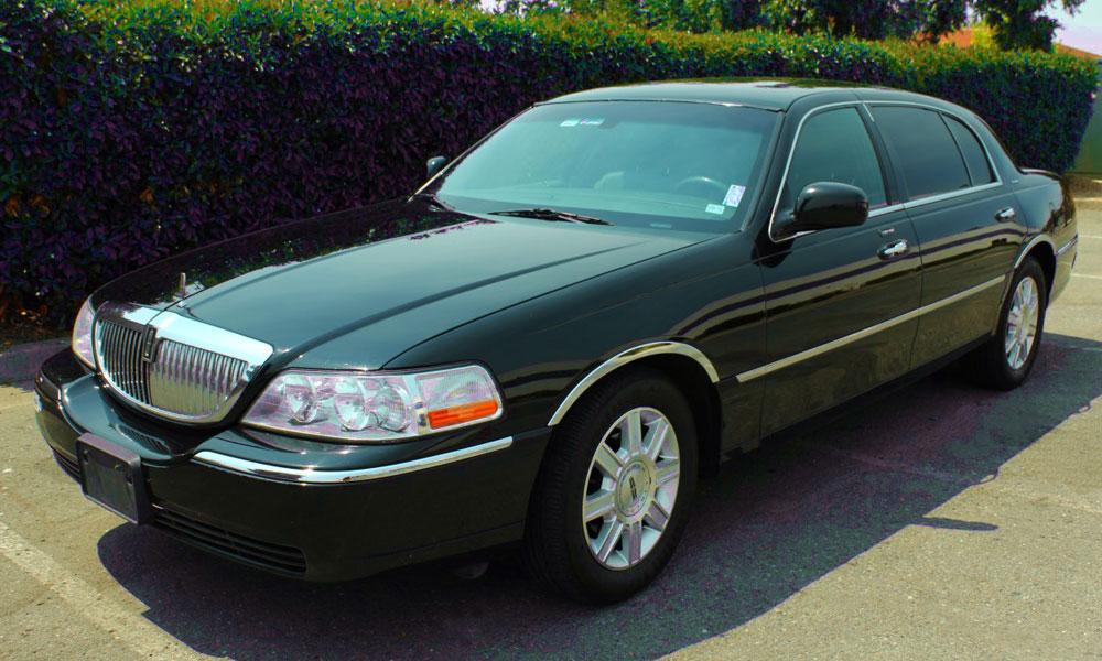 Lincoln-Town-car-Sedan